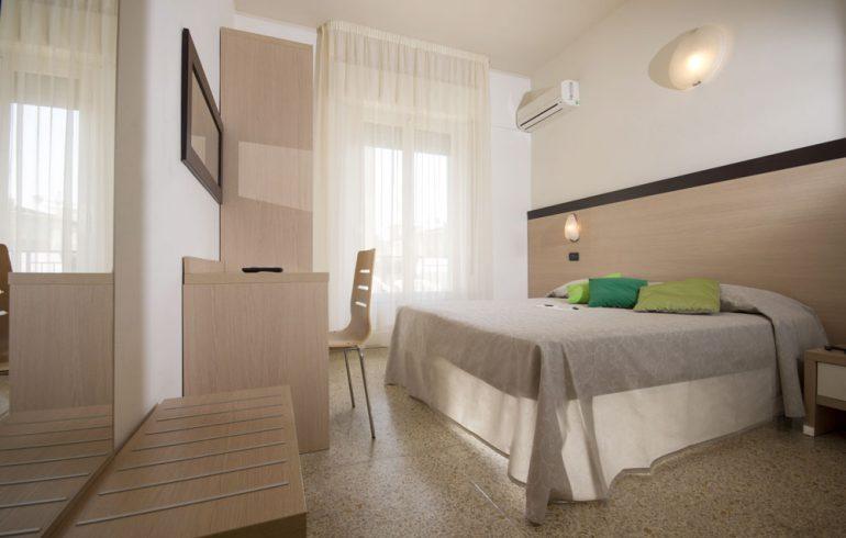 hotel-veliero-3stelle-rivazzurra-rimini-camera-matrimoniale-2-persone