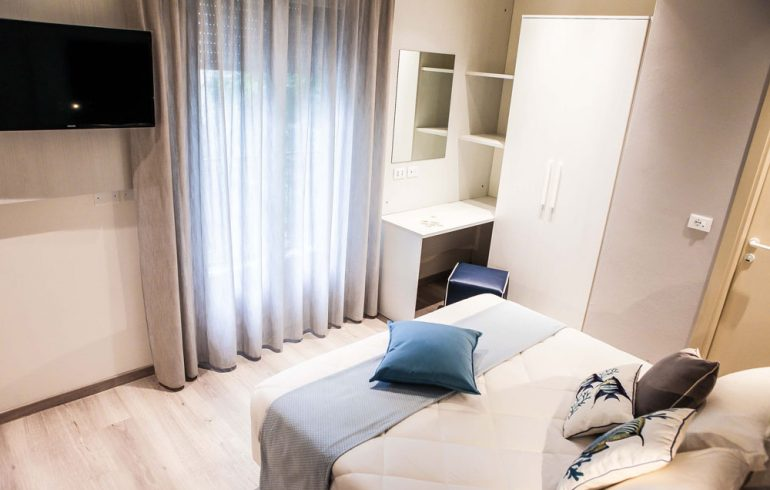hotel-veliero-3stelle-rivazzurra-rimini-camera-sirena-tv